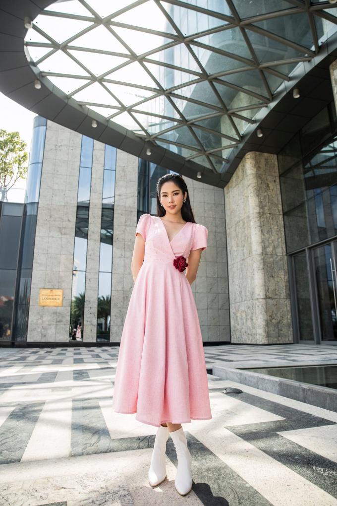 Nam Anh tự tin đón Valentine với đầm hồng điệu đà