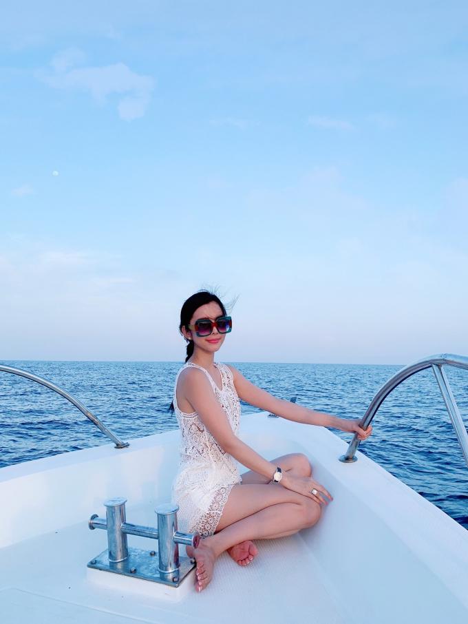 Hoa hậu Huỳnh Vy khoe 3 vòng nóng bỏng tại đảo quốc xinh đẹp Maldives