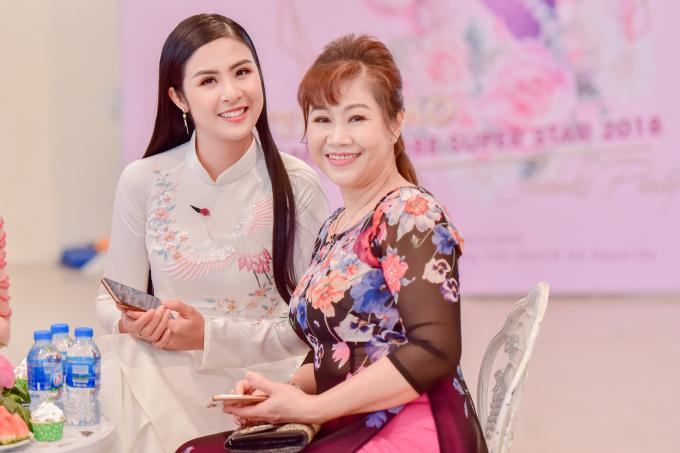 Ngọc Hân gửi lời chúc mừng tới đàn em vì đã đạt thành tích cao tại Miss Globe 2018 vàđộng viên Stella Đào cố gắng hoàn thành tốt những dự án trong năm 2019 này và sẽ bứt phá hơn, đặc biệt là dự án liên quan tới điện ảnh.
