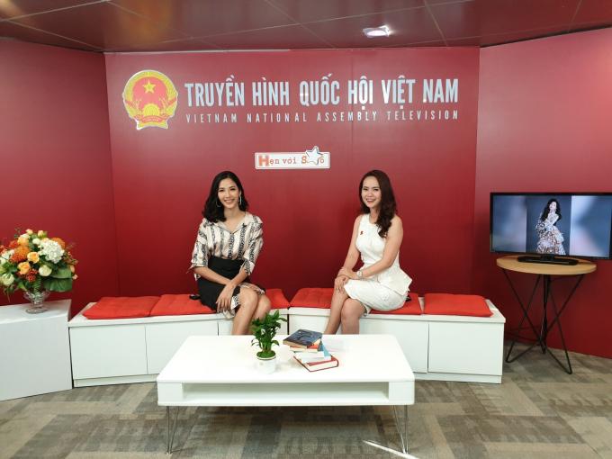 Hoàng Thùy cho biết cô xem thành tích Top 5 Miss Universe 2018 của H'Hen Niê không tạo áp lực.