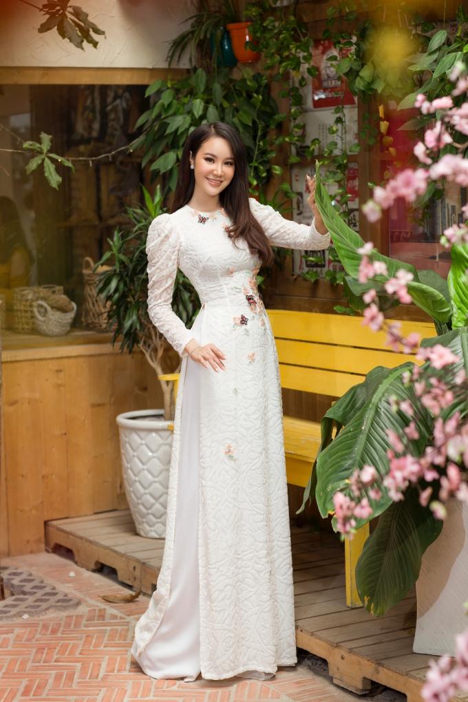 Trước khi đến với Miss Beauty Global, Dương Yến Phi đã là một gương mặt quen thuộc trên các sàn diễn thời trang trong nước. Tiếp đó người đẹp gốc Long An thực sự gây tiếng vang với ngôi vị Á hậu Miss Beauty Global 2018 diễn ra tại Bangkok (Thái Lan).