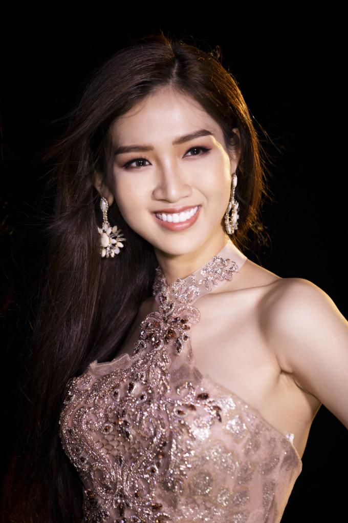 Đêm Chung kết sẽ diễn ra vào lúc 10h00 (giớ Thái Lan) tại Pattaya và được livestream trên page của chương trình Miss International Queen.