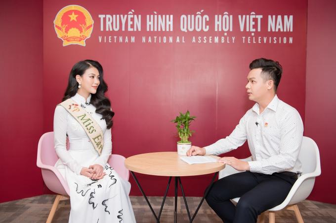 Phương Khánh trải lòng, sau thành công của mình của Hoa hậu Trái Đất 2018, đã có một số ý kiến trái chiều khiến cô bỡ ngỡ, nhưng điều đó không thể khiến cho Phương Khánh mất đi sự tự tin.