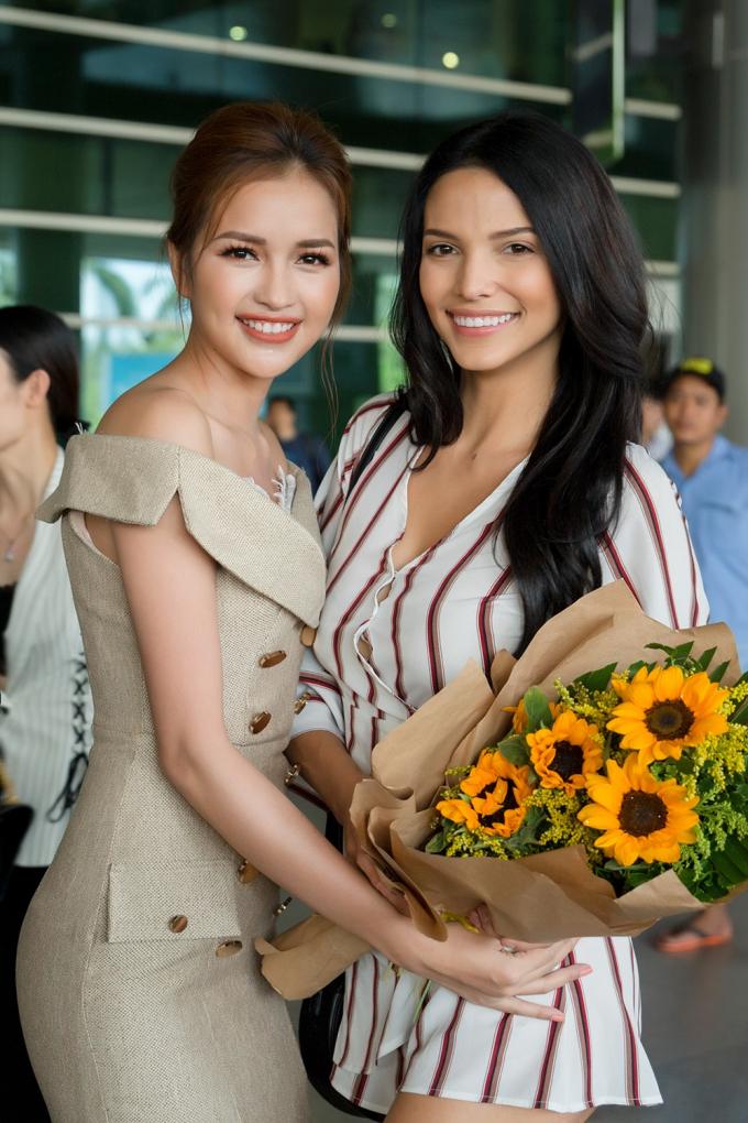 Ngọc Châu và đương kim Miss Supranational.