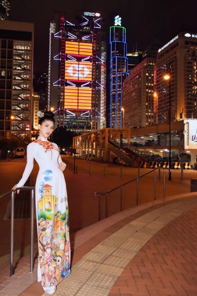 Nữ tiếp viên của hãng hàng không quốc gia Việt Nam (Vietnam Airlines) là khách mời duy nhất của Việt Nam tại LHP Quốc tế Hong Kong 2019. Tại LHP lần này, cô có nhiều cơ hội để gặp gỡ, giao lưu và học hỏi những kinh nghiệm trong lĩnh vực làm phim nhằm phục vụ cho một số dự án điện ảnh mà cô đang lên kế hoạch thực hiện.
