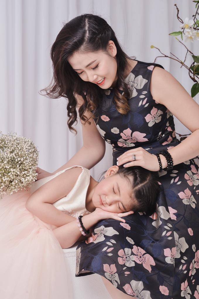 Ngọc Hiền viên mãn bên chồng và hai con