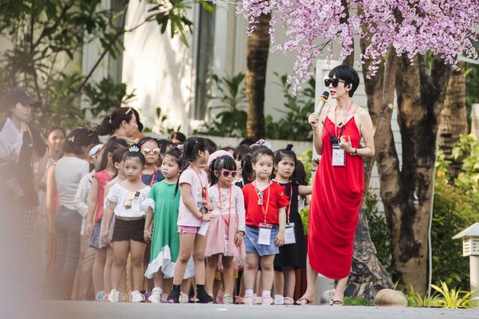 Xuân Lan tổ chức show diễn cho trẻ em tại Top 1 khu nghỉ dưỡng biển sang trọng nhất thế giới tại Đà Nẵng