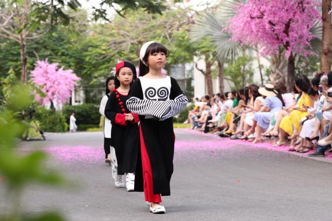 Con gái Xuân Lan làm vedette cho BST dẫn đầu xu hướng thời trang trẻ em hè 2019