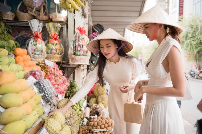 """Hoa hậu Phương Khánh bất ngờ trở thành """"hướng dẫn viên du lịch"""" sau hàng loạt lùm xùm bủa vây"""