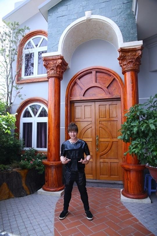 Khánh Phương tại nhà triệu đô của bố mẹ.