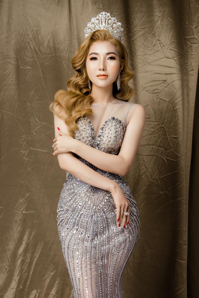 Trong bộ ảnh đầy phong cách mới đây, Thanh Tuyền khoe trọn vẻ đẹp không tỳ vết với gương mặt chuẩn