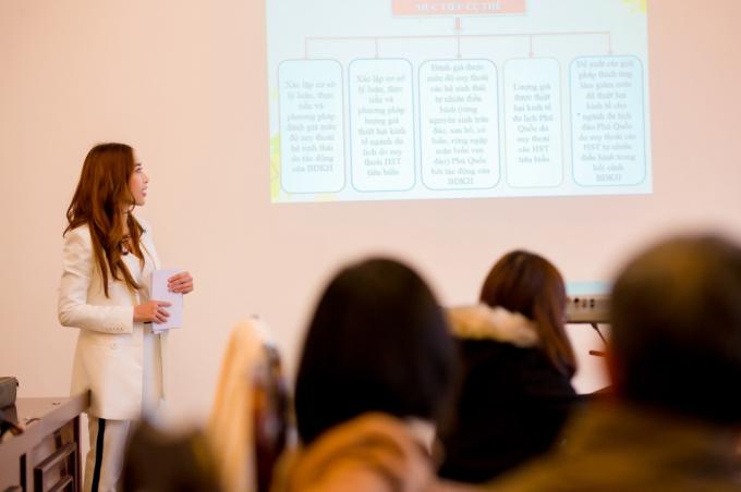 Hoa hậu Stella Đào thuyết trình Bảo vệ đề tài nghiên cứu khoa học
