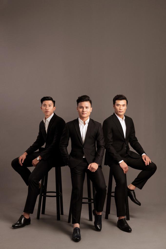 """Tiến Dũng, Quang Hải, Văn Hậu và anh em """"hoàng tử xiếc"""" Quốc Cơ, Quốc Nghiệp khoe vẻ nam tính trong bộ ảnh mới chụp cùng các mẫu nhí"""