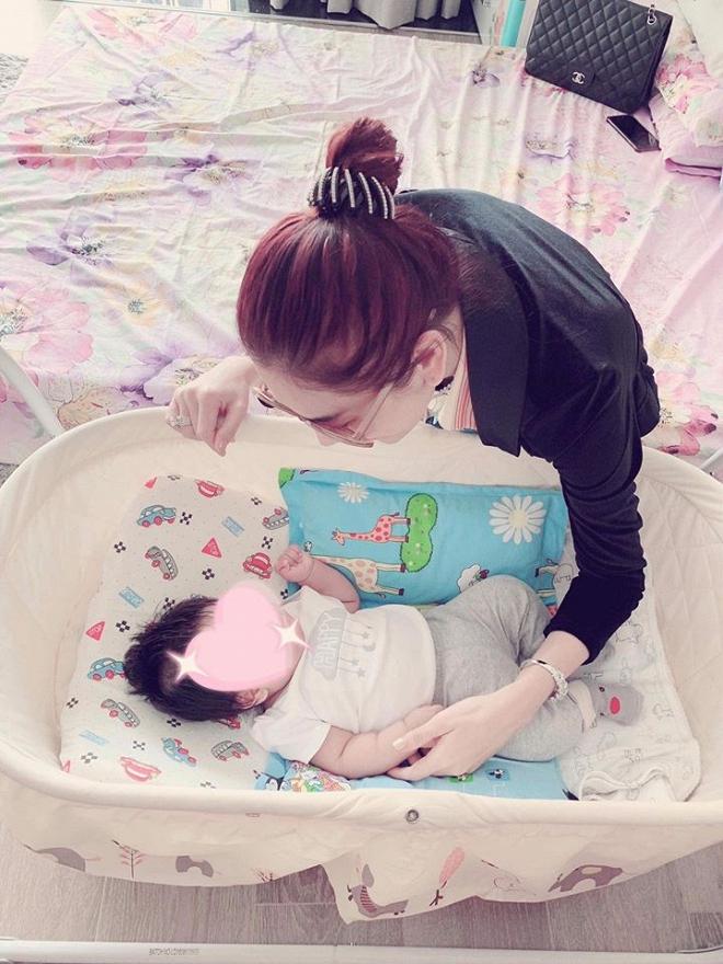 """Lâm Khánh Chi: """"Tôi mất một tỷ để nhờ người mang thai hộ"""""""