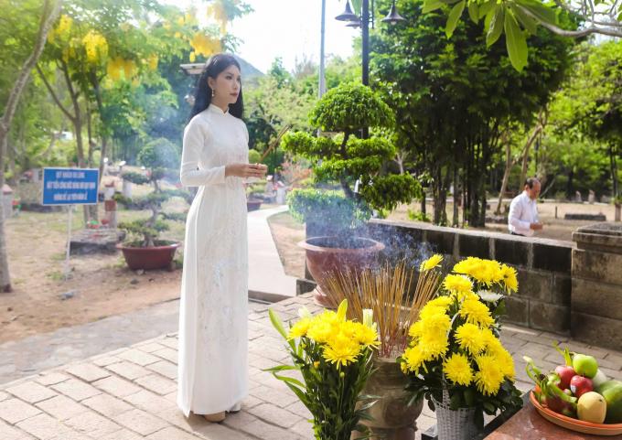 Hoa hậu Loan Vương viếng mộ các liệt sĩ, anh hùng lực lượng vũ trang.