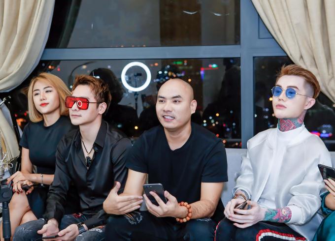 """Nhóm nghệ sĩ như Chu Bin, """"ông trùm mạng xã hội"""" - ca sĩ A Tuân, Huỳnh Ái Vy (Về đây em lo), hoa hậu Nguyễn Vi Thuý, nam vuơng Keenboy Lê thu hút hơn 40.000 nguời xem."""