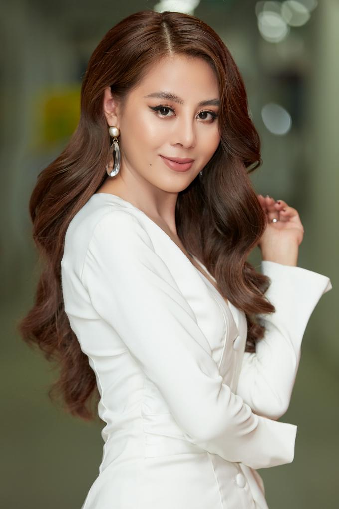 Nam Thư xuất hiện xinh đẹp tại chương trình.