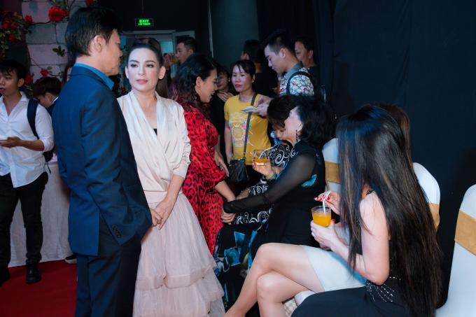Phi Nhung và danh ca Phương Dung tại họp báo.