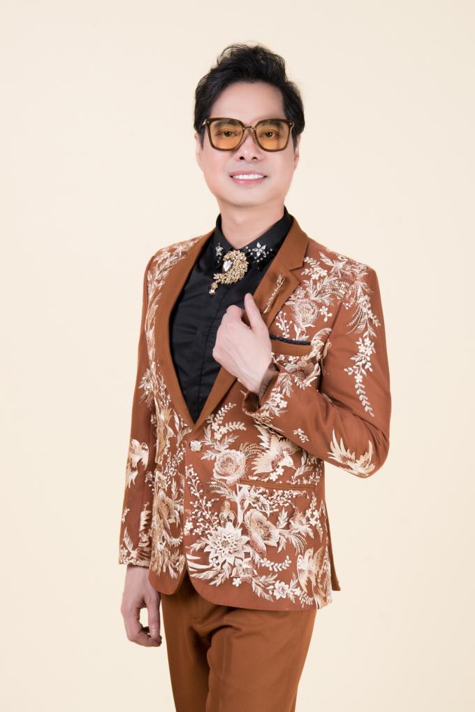 Liveshow đánh dấu sự hợp tác đầu tiên của Trung Tâm Ngọc Sơn Production sau khi ra mắt vừa qua với trung tâm Unicorn.