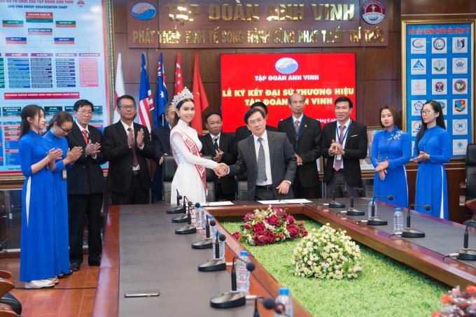 HH Huynh Vy nhan vai tro dai su truong Cao dang Le Quy Don.