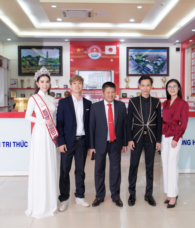 Huỳnh Vy, Công Phượng trở thành Đại sứ của trường.