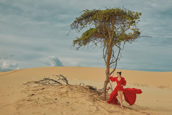 Hình ảnh vô cùng quyến rũ nhưng không kém phần mạnh mẽ của Hoa hậu Hằng Nguyễn.