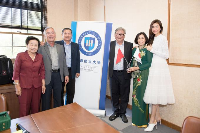Cả đoàn được tham quan thư viện, phòng học và được tham gia vào cuộc họp văn hoá Việt - Nhật cùng ban lãnh đạo nhà trường.