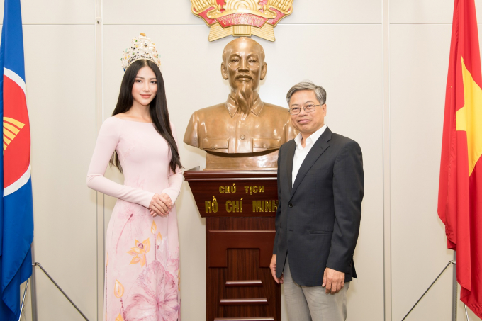 Phương Khánh cùng đoàn đã có dịp được lắng nghe Lãnh sự quán Việt Nam tại Nhật Bản giới thiệu cũng như chia sẻ về tình hình người Việt tại Nhật.