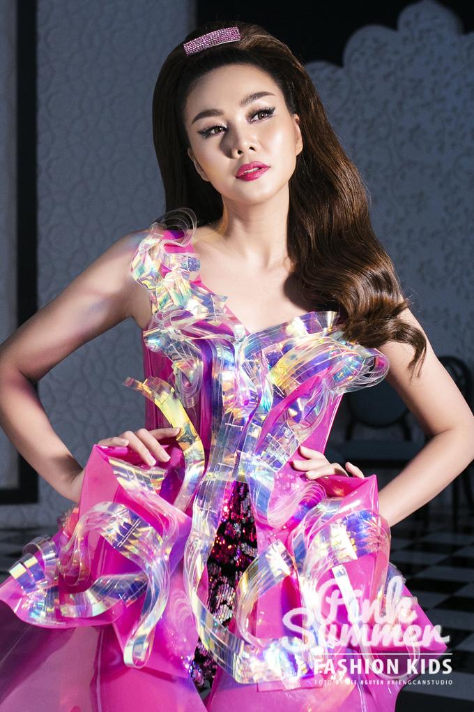 BST có sự tham gia trình diễn của siêu mẫu Thanh Hằng - diễn viên Lãnh Thanh.