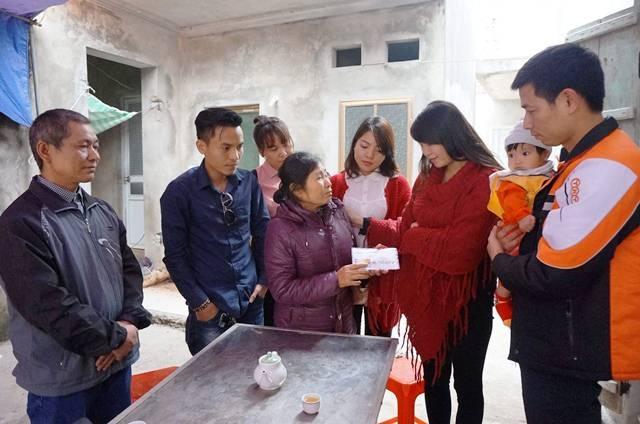 Bà nội 3 cháu bé xúc động trước sự quan tâm, chia sẻ của cộng đồng.