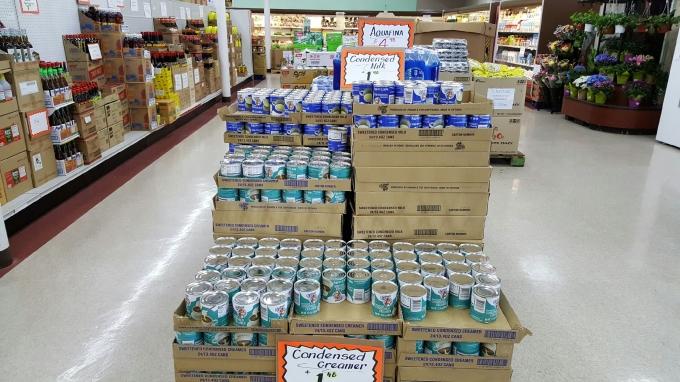 Sản phẩm sữa đặc và creamer đặc Driftwood do Vinamilk sản xuất bày bán tại các siêu thị Mỹ.