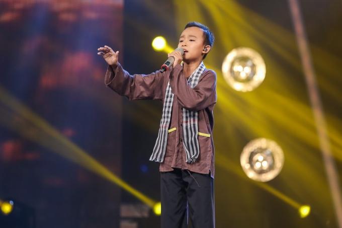 Ca sĩ nhí Hồ Văn Cường.