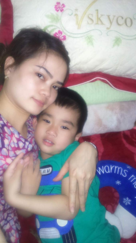 Chị Nhung tha thiết mong được quyền nuôi đứa con mình dứt ruột đẻ ra và tự tay chăm bẵm suốt 4 năm nay.
