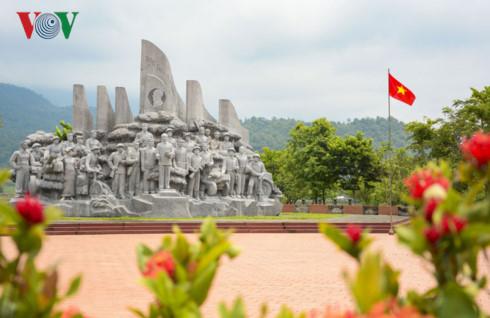 Bãi họp các quân binh chủng, tuyên bố chiến thắng Điện Biên Phủ thể hiện khí phách của Quân đội nhân dân Việt Nam anh hùng.