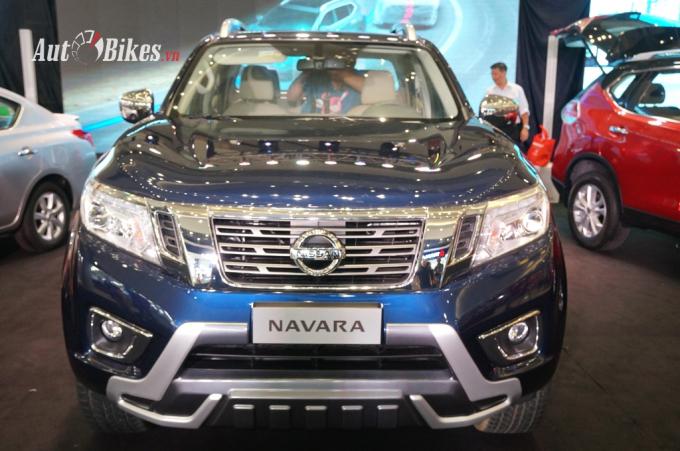 Nissan Navara Premium R với diện mạo cứng cáp hơn.