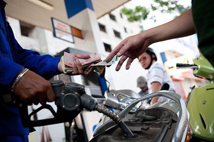 Kinh tế 24h: Giữ nguyên đề xuất tăng thuế môi trường xăng lên tối đa 8.000 đồng/lít
