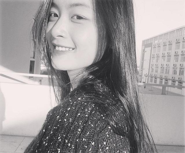 Nụ cười như mặt trời tỏa nắng của cô gái 18.