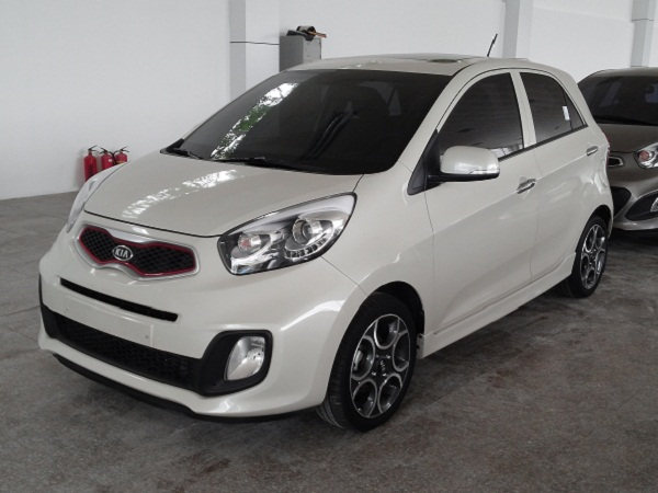 Trên thị trường Việt Nam, phân khúc xe giá rẻ đang là sự cạnh tranh khốc liệt của Kia Morning và Hyundai Grand i10, đây là hai mẫu xe dường như không có đối thủ trong cùng phân khúc.