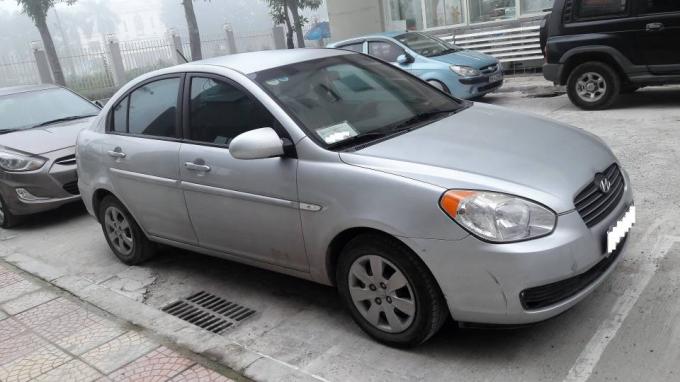 Chiếc ô tô cũ Hyundai Verna 2008 được khá nhiều người yêu thích. Ảnh: Banxehoi