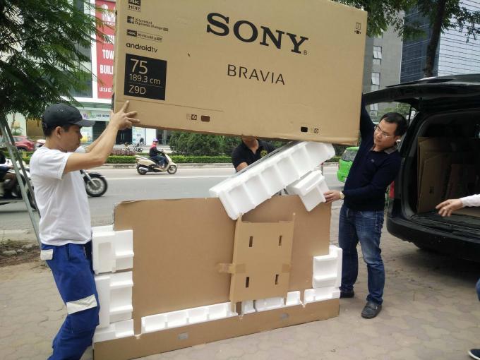 Chiếc Tivi Sony trị giá 125 triệu mà siêu thị Nguyễn Kim bán cho anh Quỳnh.