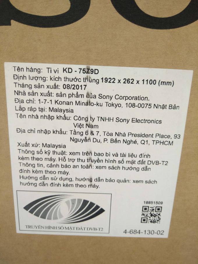 Những thông số kỹ thuật trên vỏ hộp của chiếc Tivi.
