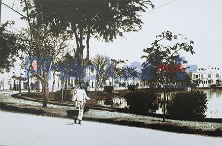 Tô điểm trong khu phố cổ Hà Nội là những gánh hàng hoa, xe đạp hoa hay những hoạt động của thủ đô đậm dấu ấn trong lòng mỗi người từ những quán nước ven đường,...Ảnh: Loan Bảo.