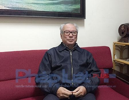 TS Lê Viết Khuyến -Nguyên Phó Vụ trưởng Vụ giáo dục đại học (Bộ GD – ĐT), Nhà nghiên cứu của Trường Đại học Bình Dương chia sẻ cùng PV.Ảnh: Loan Bảo.