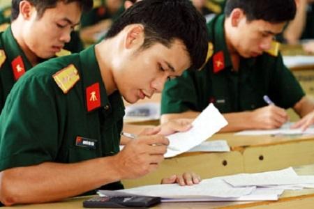 Khi sử dụng kết quả kỳ thi chung để xét tuyển vào khối trường ĐH,CĐ quân đội, thí sinh phải qua vòng sơ tuyển bắt buộc theo yêu cầu các trường học. Ảnh internet.