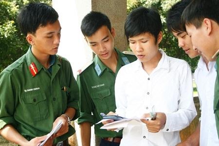 Theo Cục Nhà trường, các trường quân đội không nhận hồ sơ ĐKXT trực tuyến, thí sinh có thể nộp hồ sơ trực tiếp tại trường, chuyển phát nhanh - ưu tiên. Ảnh minh họa.