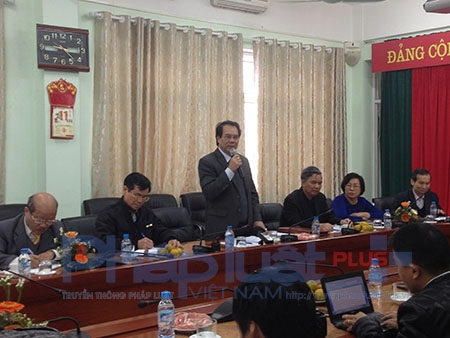 Ông ĐinhNgọc Hiện – Hiệu trưởng Trường ĐH Thành Tây trả lời báo chí sáng ngày 11/3.