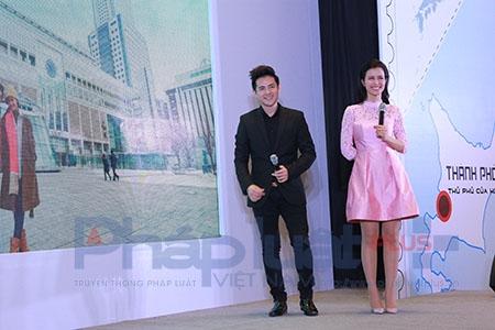 Ngày 13/3, tại TTTM Aeon Mall (Hà Nội), cặp đôi Đông Nhi - Ông Cao Thắng đã ra mắt khán giả Hà Nội MV