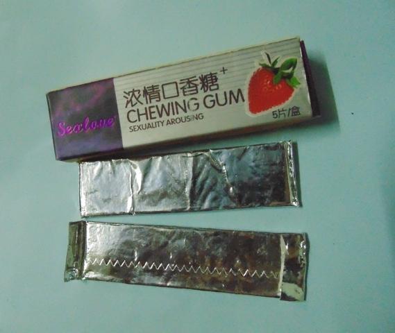 Phong kẹo thuốc kích dục mà phóng viên mua được tại phố Hàng Chiếu, Hà Nội.( Đặng Thanh)