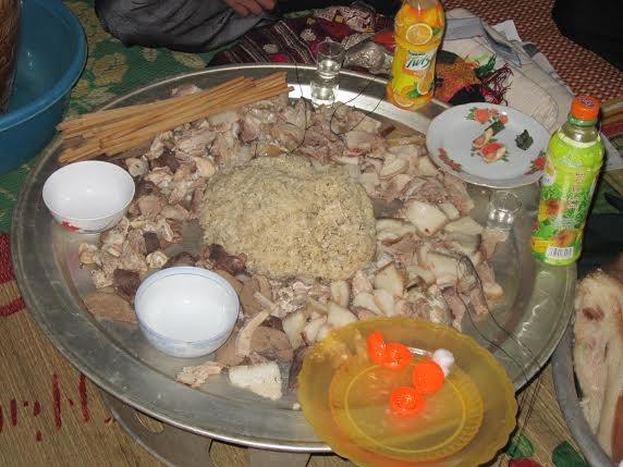 mâm cơm của đồng bào Thái ở Chiêng Ngam (ảnh: Minh Long).