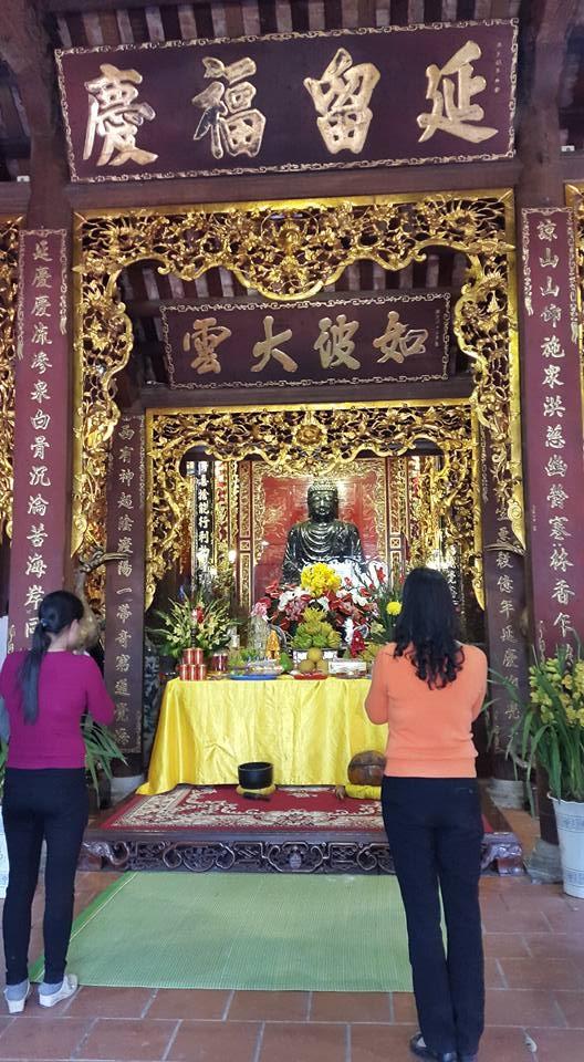 Hệ thống hoành phi câu đối của chùa Thành chạm khắc tinh xảo (ảnh: Minh Long).